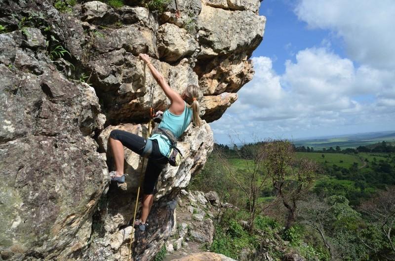 aprende a escalar en un parque natural cerca de Granada. En Alfacar, Parque Natural de la Sierra de Huétor Santillán con itinerarius.com