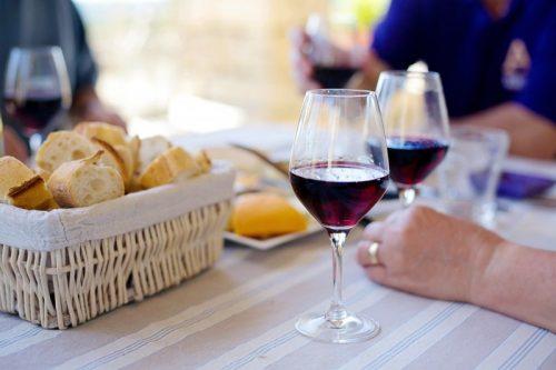 cata de 5 vinos y 5 quesos en Barcelona con itinerarius.com