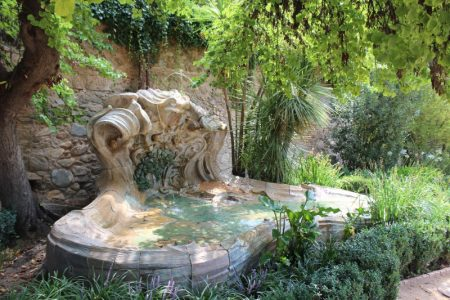 ruta urbana de arte en Granada: descubre los jardines y esculturas del carmen de los mártires de Granada con itinerarius.com