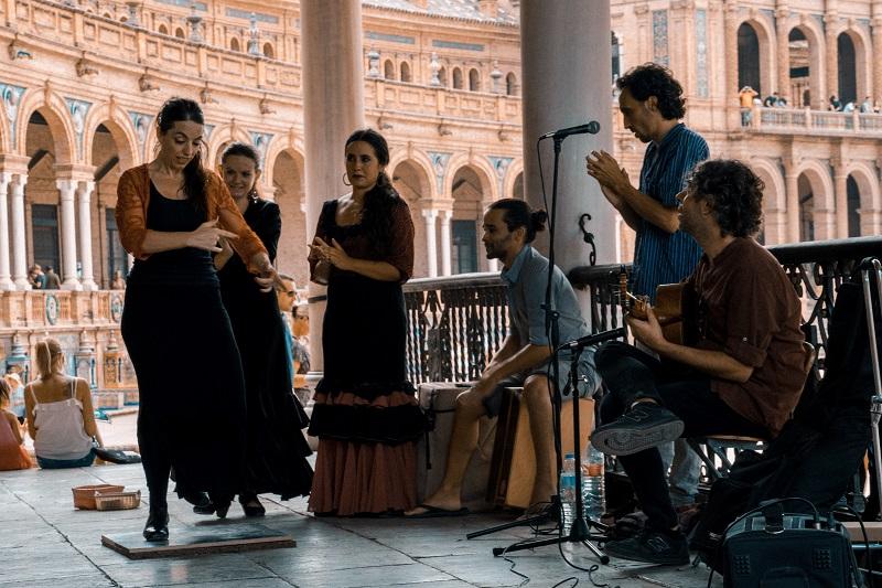 Flamencos y pelícanos